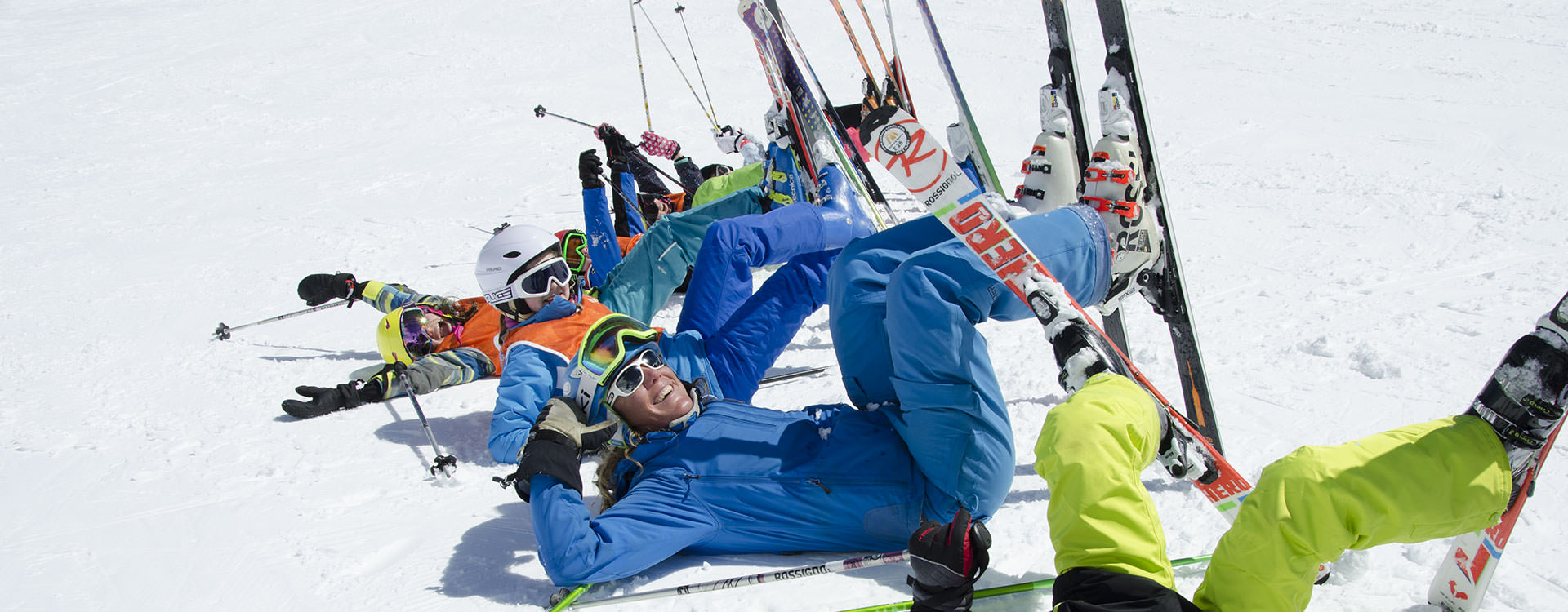 Children-group-ski-lessons